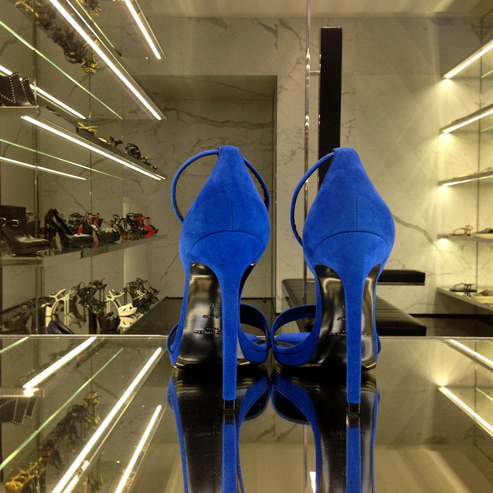 blue_shoes